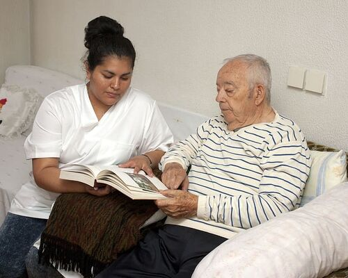 elder-third-age-nursing-family-assistance